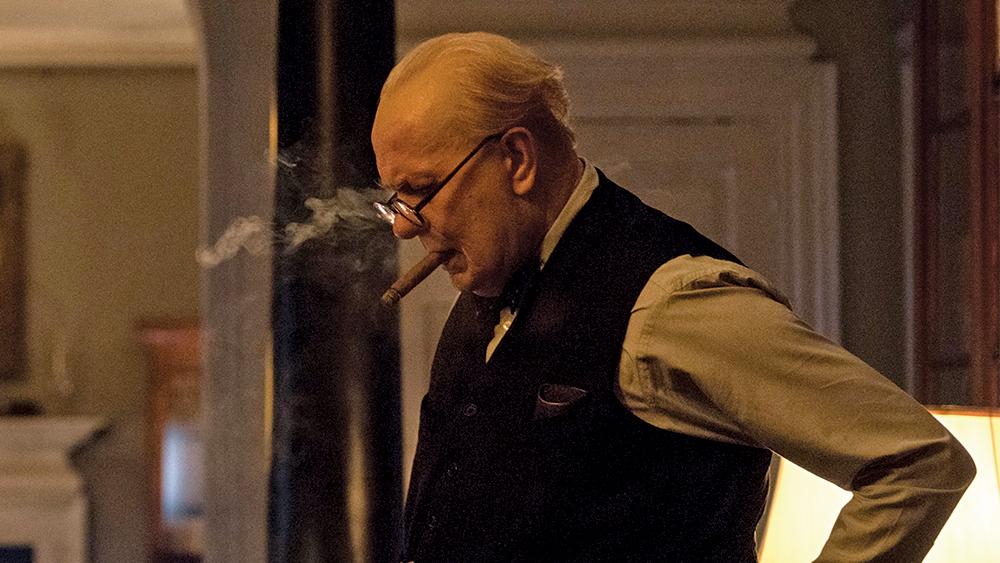"""Wzniosłość i dym cygara – recenzja filmu """"Czas Mroku"""""""
