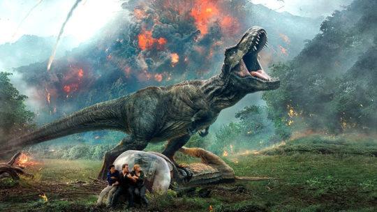 """Życie zawsze znajdzie sposób, by dać nam dinożarły – recenzja filmu """"Jurassic World: Upadłe Królestwo"""""""