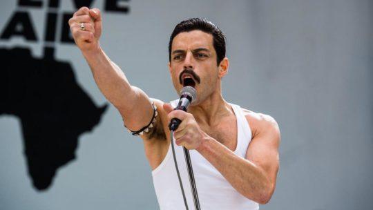 """Muzyczne ciary na muzyce, której nie bardzo lubię – recenzja filmu """"Bohemian Rhapsody"""""""