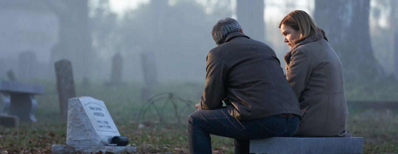 """Strach w obliczu straty – recenzja serialu """"Outsider"""""""