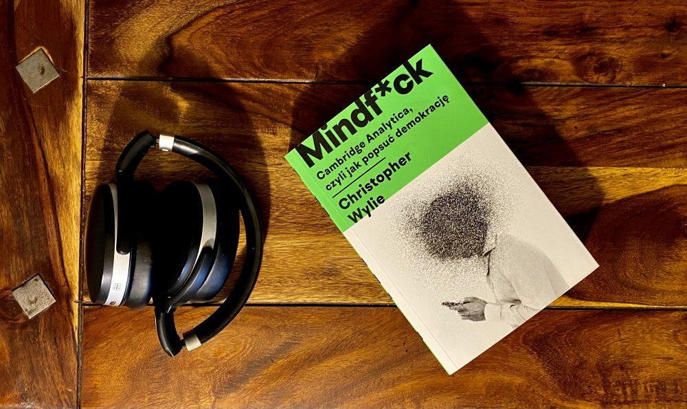 """Demokracja roz*ebana – po lekturze książki """"Mindf*ck"""""""