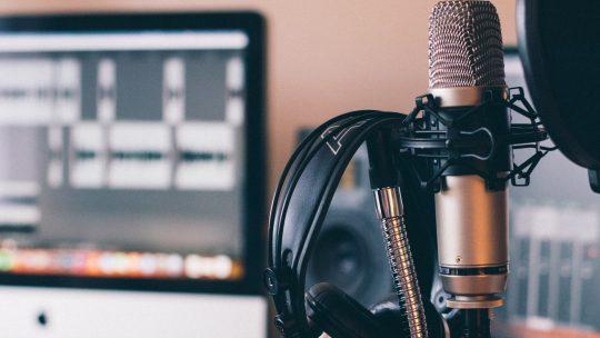 Zasłuchałem się – 12 moich ulubionych podcastów