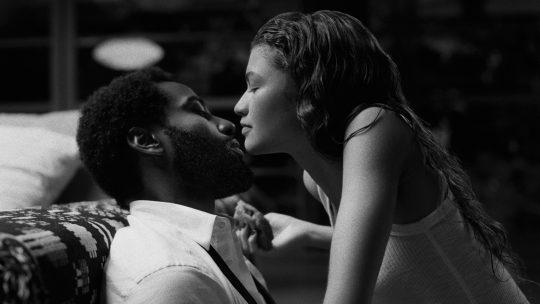 """W domach ze szkła nie ma wolnej miłości – recenzja filmu """"Malcolm i Marie"""""""